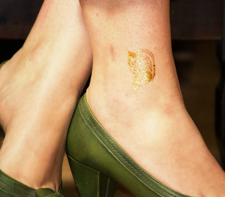 flash tattoo bling glam gold silber 24 teilig tattoo zum aufkleben art nr c008. Black Bedroom Furniture Sets. Home Design Ideas