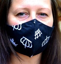 Ergonomische Stoffmaske Crowns schwarz mit Größenwahl und verstellbaren Gummibändern