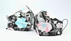 Baumwollmaske Black Flowers mit Einlagefach-Option und Größenwahl